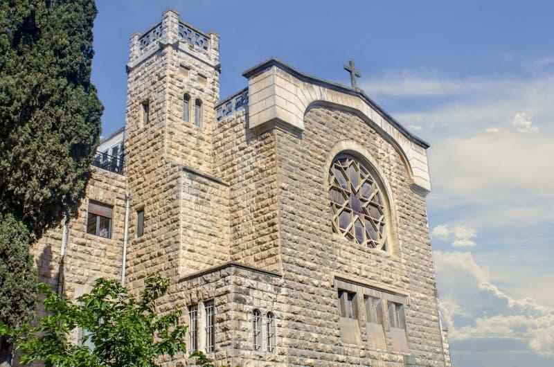 Kerk overdwars van Tuingraf royalty-vrije stock afbeelding