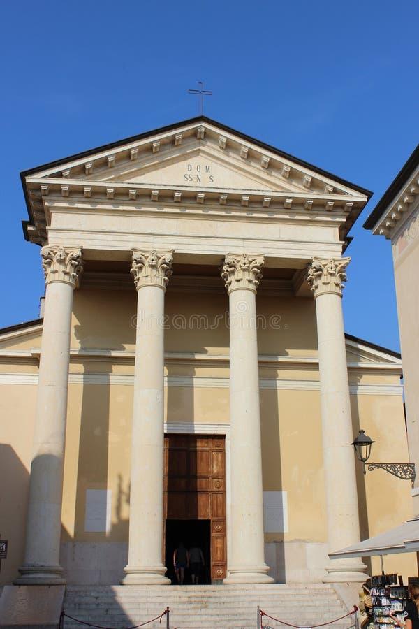 Kerk in Piazza Matteotti Bardolino, Italië stock afbeeldingen