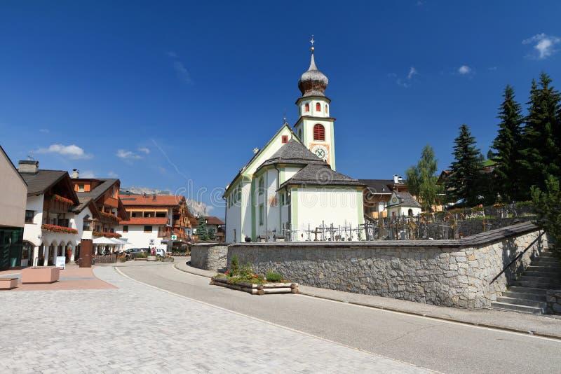 Kerk in San Cassiano stock afbeeldingen