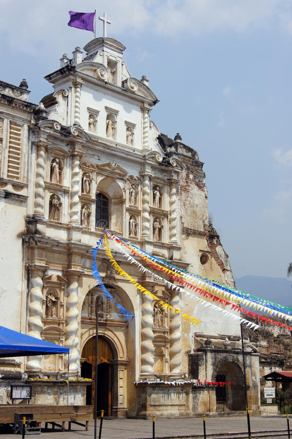 Kerk San Fransisco in Antigua Guatemala stock afbeeldingen