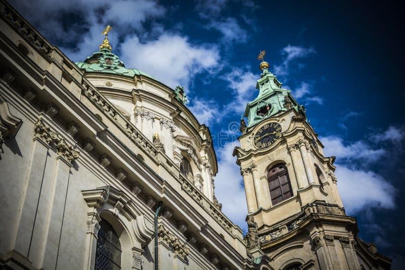 Kerk Sinterklaas in Praag - tijd - arhitecture stock afbeelding