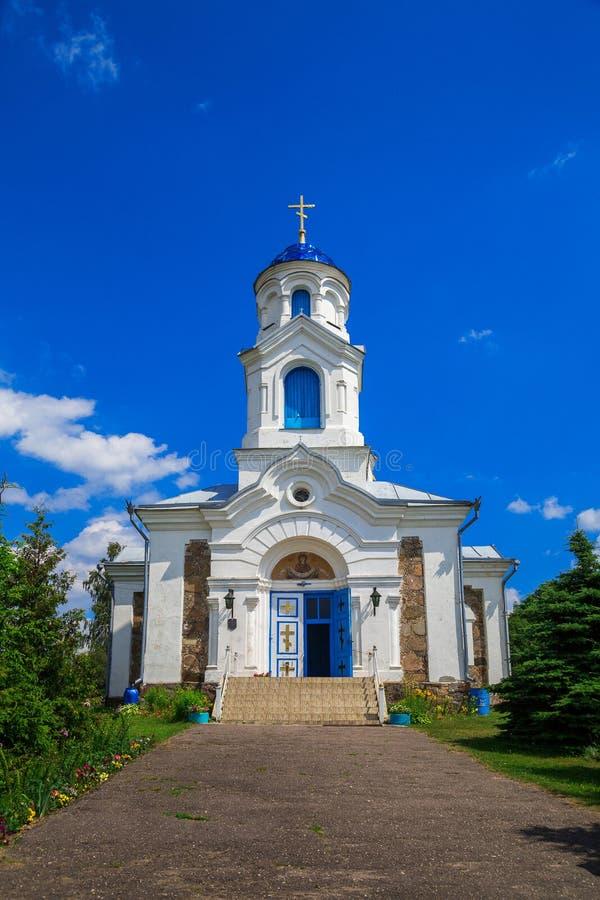Kerk St - Interventie, Wit-Rusland, dorp van Rood stock afbeelding