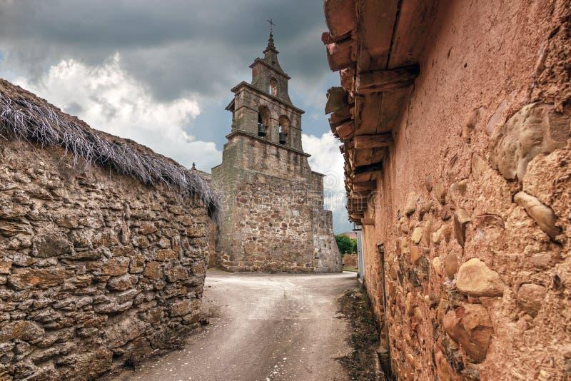 Kerk van Kerk van 'San Pelayo ', met een slanke bies in Vega van Tera Het wordt gevestigd op de weg aan Santiago en op de route stock afbeeldingen