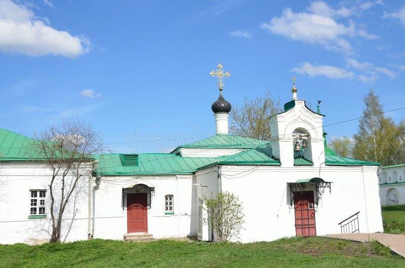 Kerk van de presentatie van de God met het het ziekenhuisgebouw in Alexandrovskaya Sloboda Rusland, Alexandrov-stad stock afbeeldingen