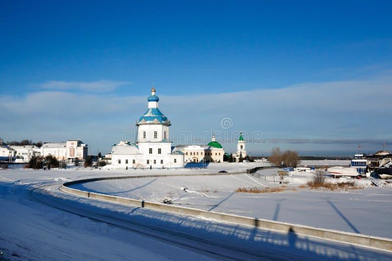 Kerk van de veronderstelling en de historische ontwikkeling van Cheboksary, Rusland royalty-vrije stock foto's