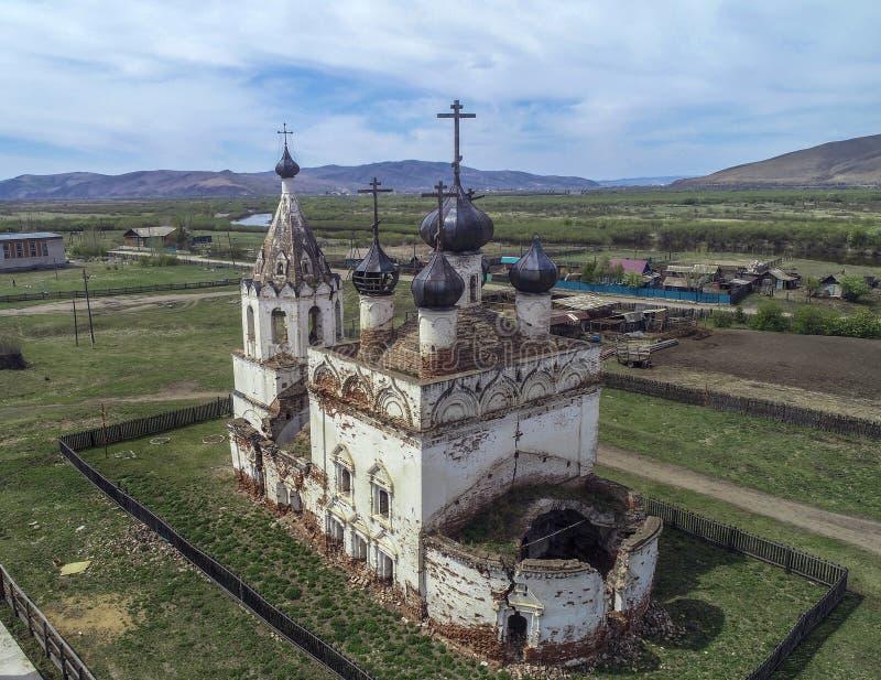 Kerk van de veronderstelling van het heilige maagdelijke dorp Kalinino, Nerchinsky-district, grondgebied trans-Baikal stock afbeeldingen
