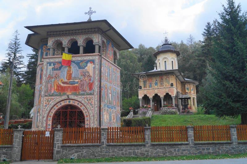 Kerk van de Veronderstelling van de Moeder van God Biserica Adormirea Maicii Domnului Tusnad Tusnà ¡ dfà ¼ rdÅ `, Harghita, stock afbeeldingen