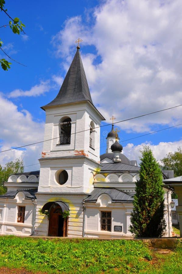 Kerk van de Verrijzenis in Tarusa dichtbij Oka, Kaluga-gebied, Rusland stock afbeeldingen