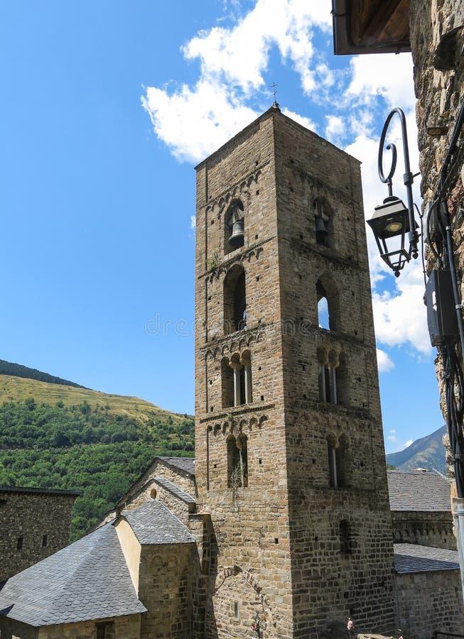 Kerk van Durro-voorbeeld van Romaanse kunst, in Catalaanse Pyrene stock foto's