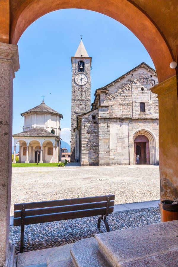 Kerk van Gervasio en Protasio in Baveno, op Meer maggiore, Pastei stock foto's