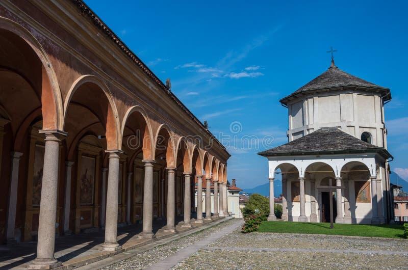 Kerk van Gervasio en Protasio in Baveno, op Meer maggiore, Pastei royalty-vrije stock afbeelding