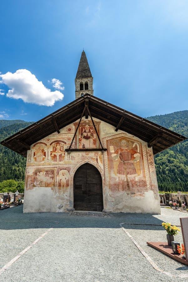 Kerk van Heilige Anthony de Abt in Pelugo Itali? royalty-vrije stock fotografie