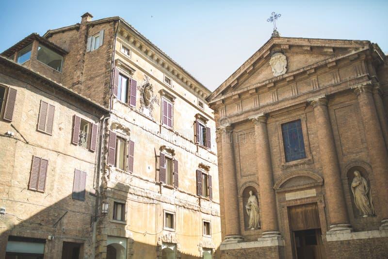 Kerk van Heilige Christopher met standbeelden op voorgevel stock afbeelding