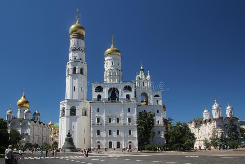 Kerk van Heilige Ioann Lestvichnik en Ivan de Grote Klokketoren, het Kremlin, Moskou royalty-vrije stock afbeelding