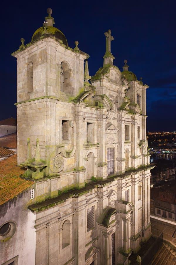 Kerk van Heilige Lawrence 's nachts in Porto stock fotografie