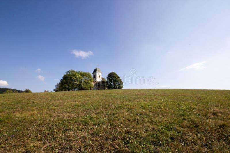 Kerk van Heilige Matthew Kostel Sv Matouše, Jedlová, ?eská Republika in de Tsjechische Republiek van Jedlova stock afbeeldingen