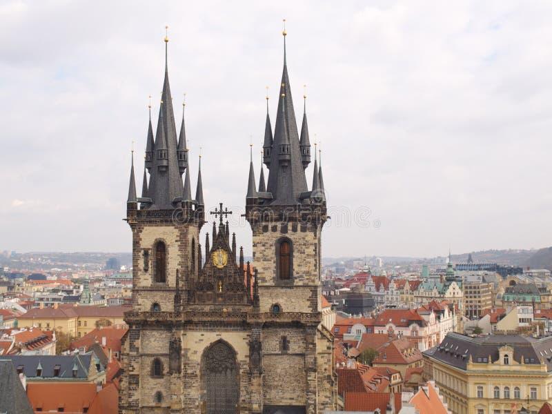Kerk van Onze Dame vóór Tyn, mening van Oude Toren stock afbeelding