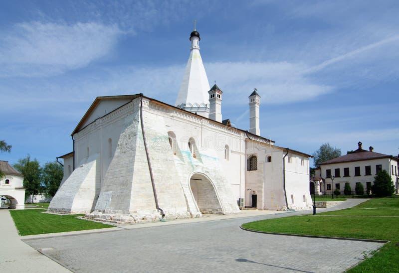 Kerk van Presentatie van Mary Cvyatouspensky Monastery in stad Staritsa, Rusland stock afbeeldingen