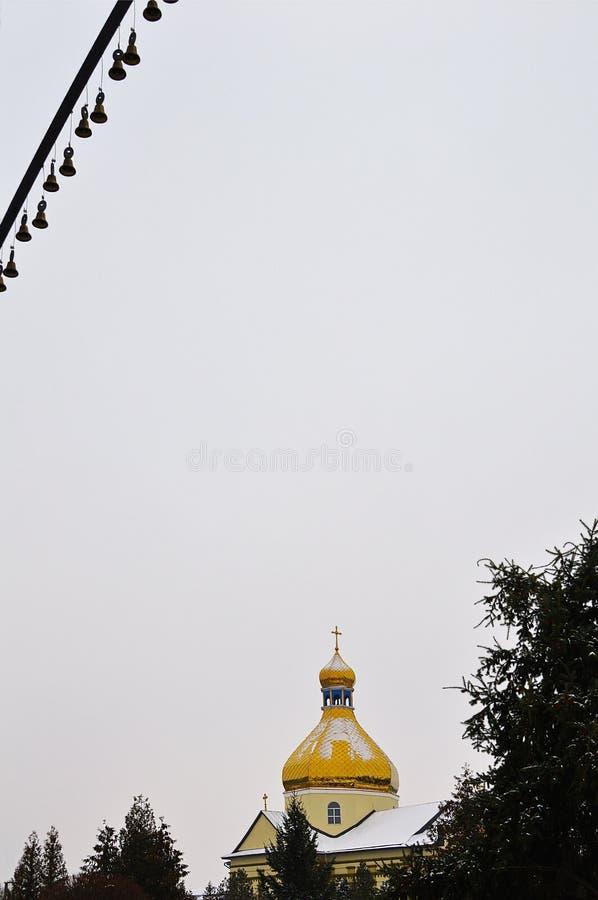 Kerk van Sinterklaas in de winter in Tysmenytsia, de Oekraïne royalty-vrije stock foto's