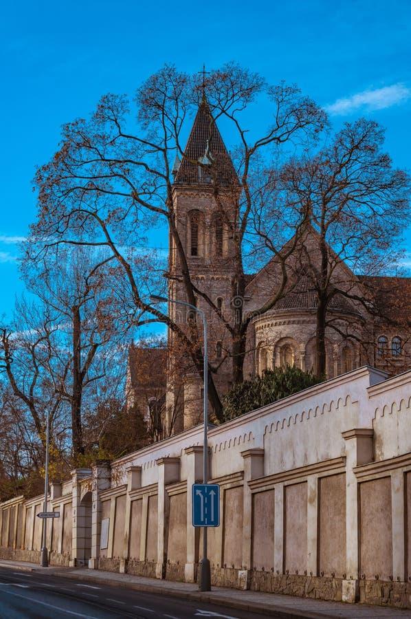 Kerk van St Gabriel, het Kasteel van Praag en historische architectuur Concept de reis, het sightseeing en t van Europa royalty-vrije stock foto