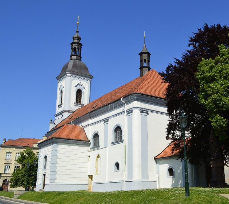 Kerk van St Peter en Paul in Ricany, Tsjechische Republiek royalty-vrije stock afbeelding