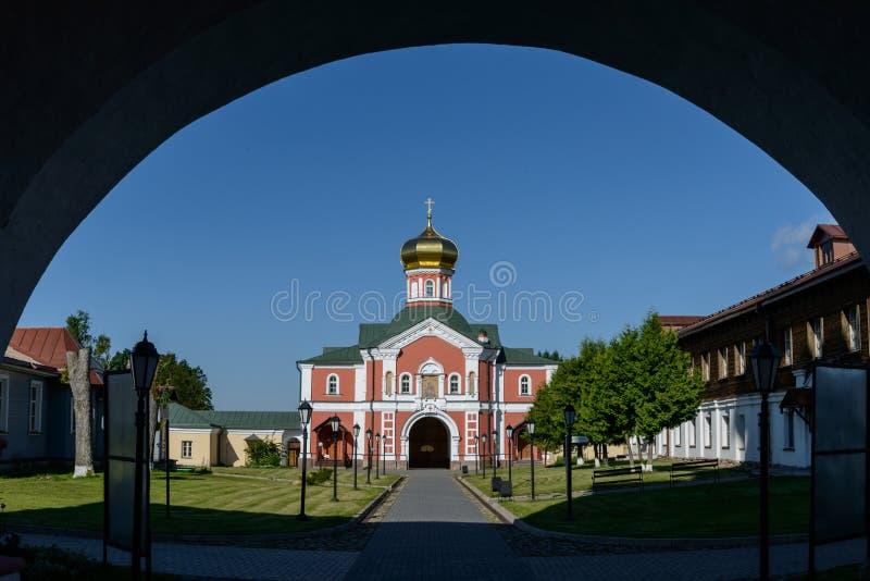 Kerk van St Philip, mening van de boog stock foto's