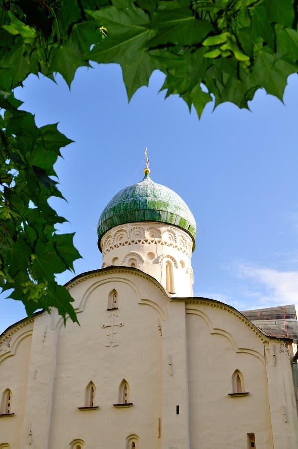 Kerk van St Theodore Stratilates op de Beek in Veliky Novgorod, de mening van de de architectuurclose-up van Rusland stock afbeeldingen