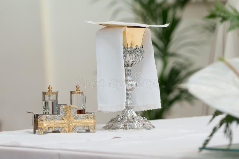 Kerkaltaar tijdens massa royalty-vrije stock afbeeldingen