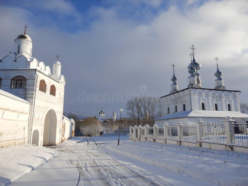 Kerken in Suzdal in de winter stock fotografie