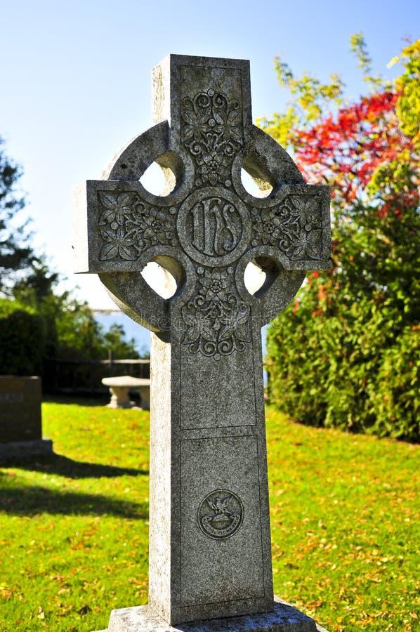 Kerkhof met Keltisch kruis stock foto's