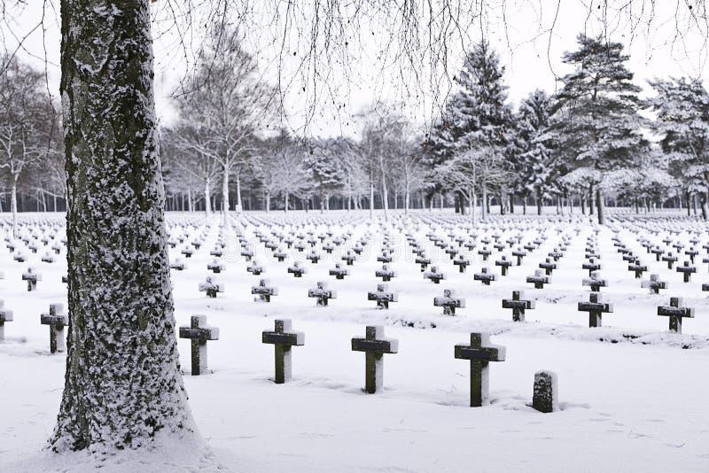 Kerkhof in sneeuw stock foto