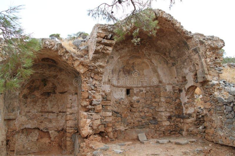 Kerkruïnes, Spinalonga-de Vesting van de Lepralijderkolonie, Elounda, Kreta stock afbeelding