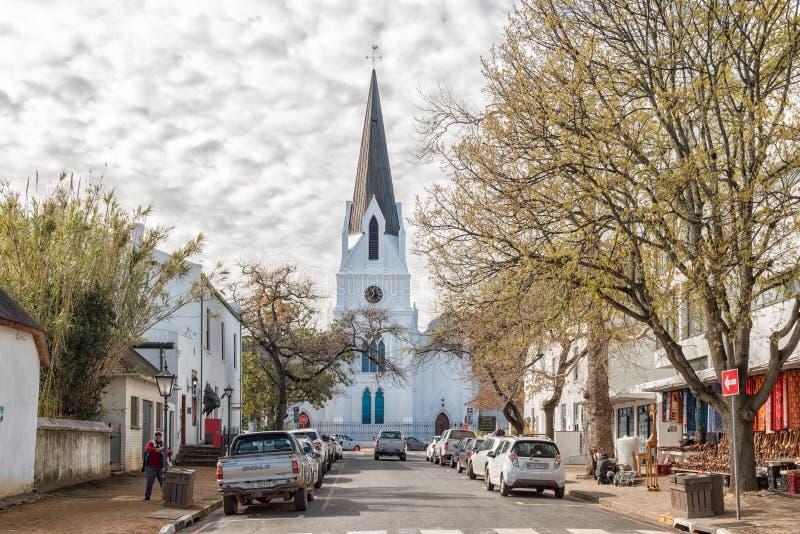 Kerkstraat met historische Nederlandse Opnieuw gevormde Moederkerk in Stel stock foto