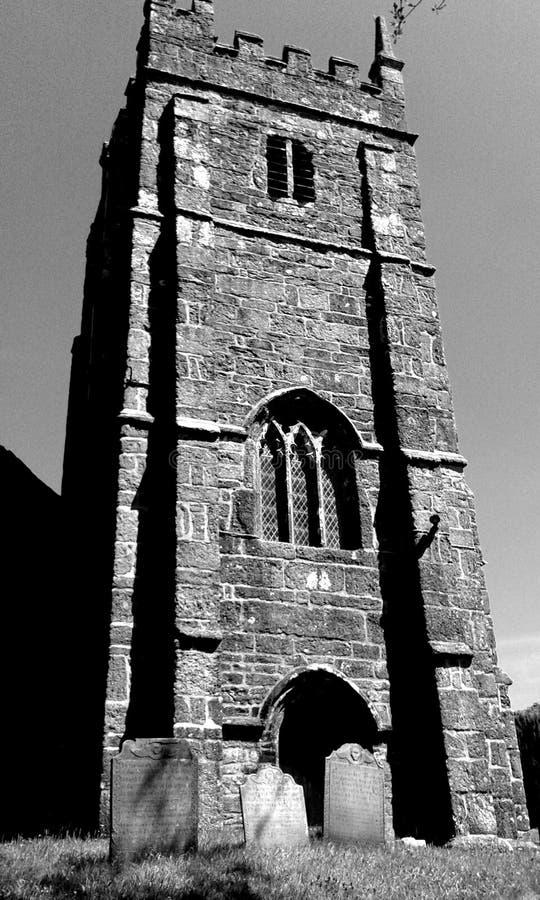 Kerktoren en grafstenen, Engeland royalty-vrije stock afbeeldingen