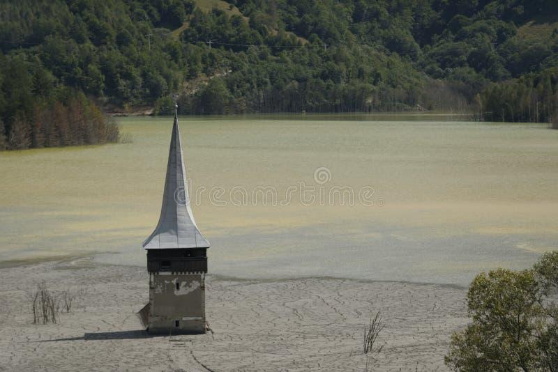 Kerktoren, Geamana, Roemenië stock afbeeldingen