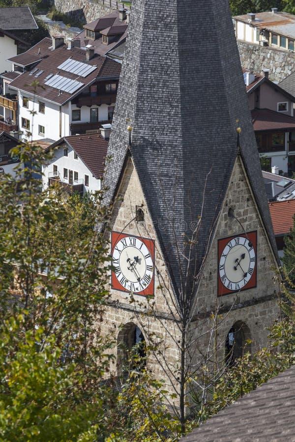 Kerktoren in Matrei Oostenrijk royalty-vrije stock afbeelding