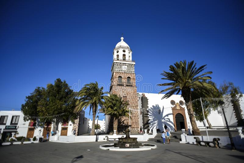 Kerktoren in Teguise Lanzarote, Canarische Eilanden stock foto