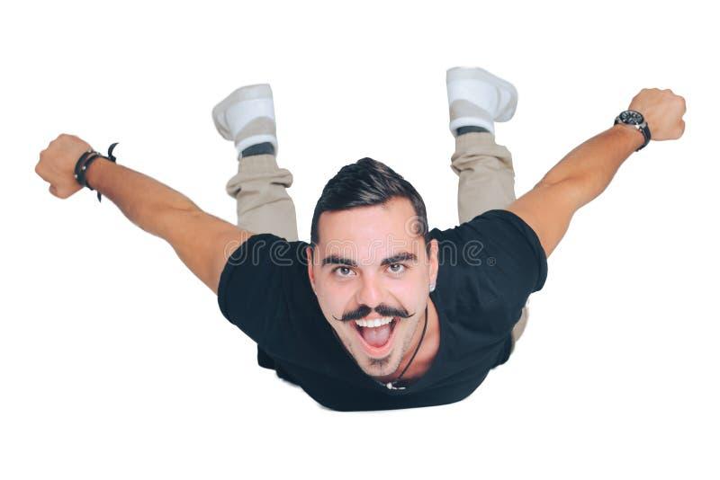 Kerl fliegt wie ein Flugzeug stockfoto