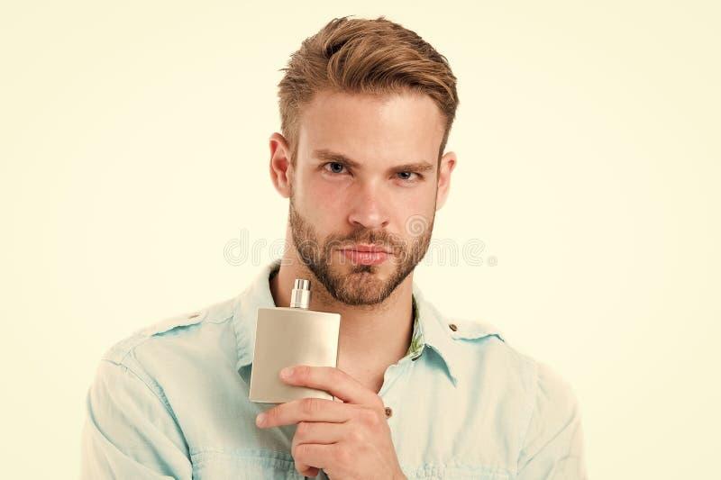 Kerlgriffparfümflasche Bärtiger Mann mit dem desodorierenden Mittel lokalisiert auf weißem Hintergrund Mode Cologneflasche Hygien lizenzfreies stockfoto