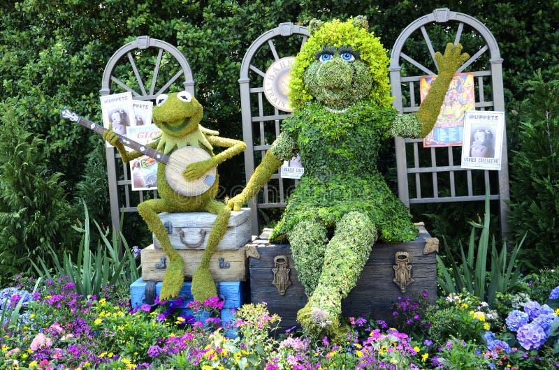 Kermit & fröcken Piggy Topiary arkivbilder
