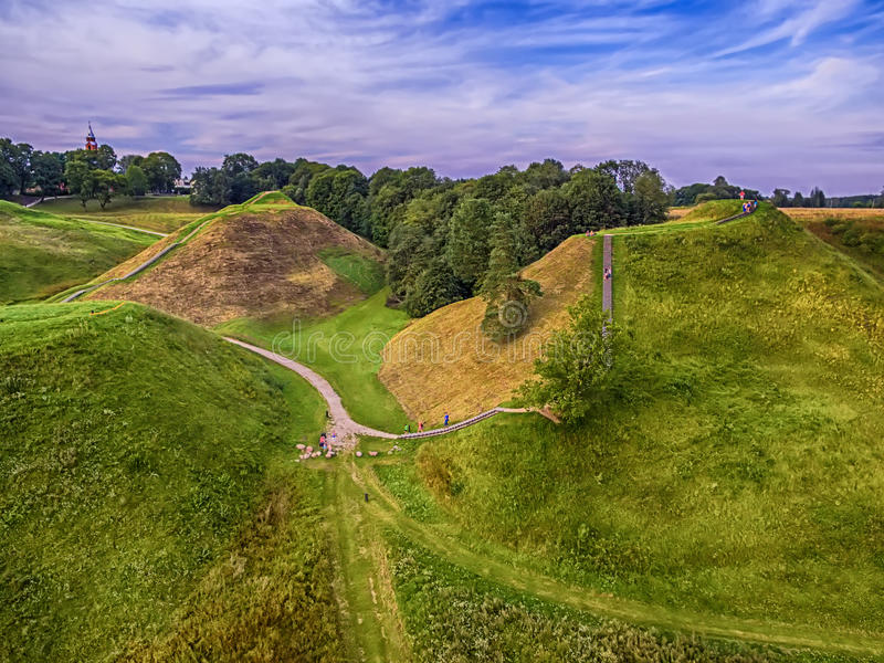 Kernave, capital histórico de Lituânia, vista superior aérea fotos de stock