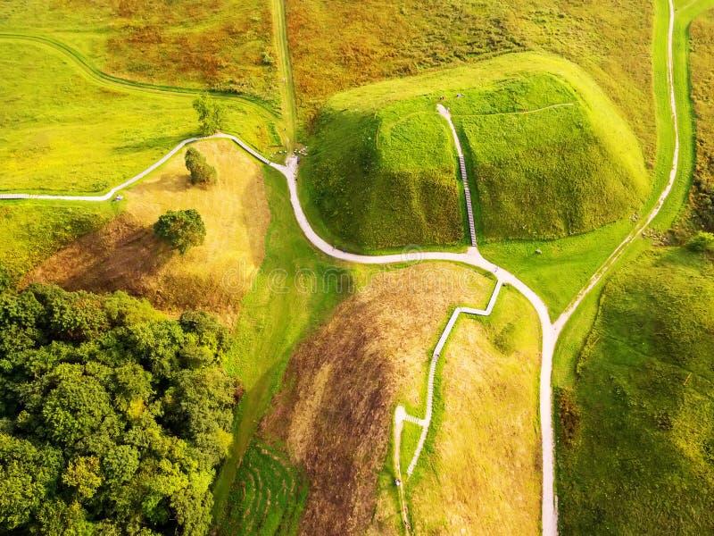 Kernave, historische vlakke hoofdstad van Litouwen, legt, hoogste mening stock afbeelding