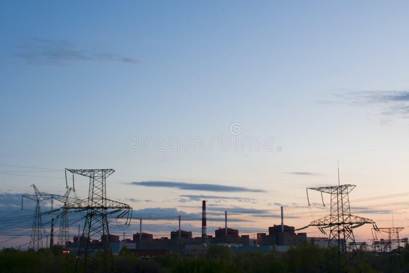 Kernenergie post-trots en stroom van het land stock foto's