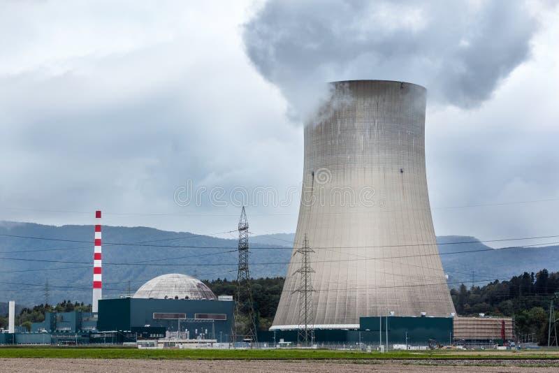 Kernenergiepost, koeltoren royalty-vrije stock foto's