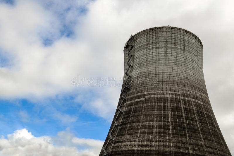 Kernreaktor-Kühlturm stockfotografie