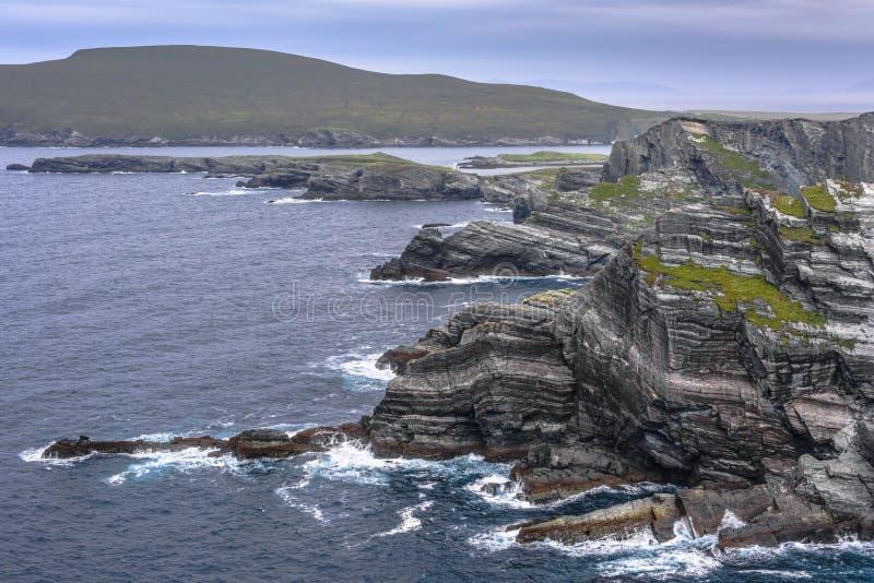 Kerry Cliffs - paisagem litoral cênico da maneira atlântica selvagem, Kerry do condado, Irlanda fotos de stock royalty free