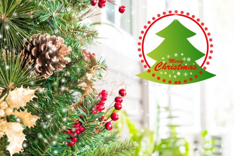 Kerstbomendecoratie en vrolijk Kerstmiswoord royalty-vrije stock afbeelding