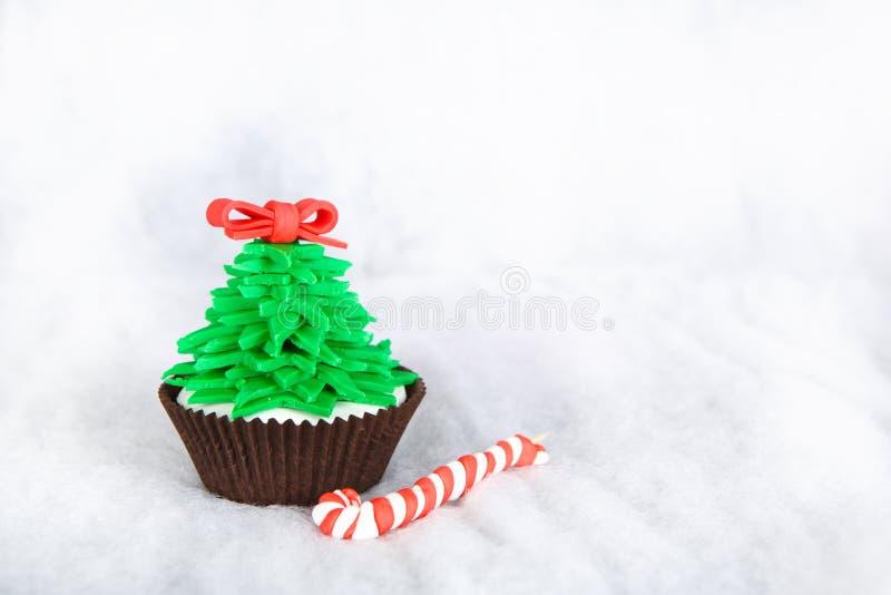 Kerstboom cupcake met het witte fondantje berijpen royalty-vrije stock foto's