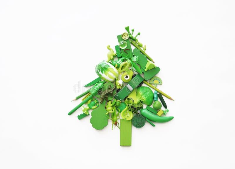 Kerstboom die van speelgoed wordt gemaakt Nieuwe jaar en Kerstmis Kinderen` s speelgoed Groene Kerstboom van kinderen` s speelgoe royalty-vrije stock foto's