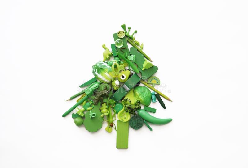 Kerstboom die van speelgoed wordt gemaakt Nieuwe jaar en Kerstmis Kinderen` s speelgoed Groene Kerstboom van kinderen` s speelgoe royalty-vrije stock afbeelding